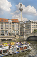 excursion boat kreuzberg approaching friedrichs bridge, friedrichsbruecke