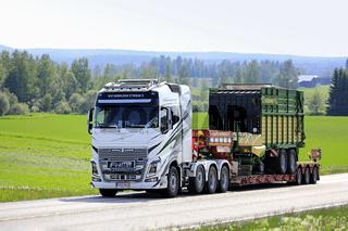 Volvo FH16 Semi Trailer Hauls Forage Wagon