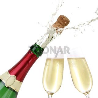 Champagner spritzt aus Flasche