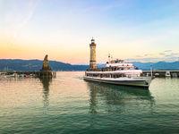 Ankunft einer Fähre in Lindau, Bodensee