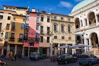piazza am palazzo della ragione in vicenza, italien