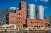 berlin, deutschland - 09.04.2019 - altes kraftwerk am landwehrkanal in berlin charlottenburg