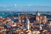Historische Gebäude in der Altstadt von Venedig in Italien