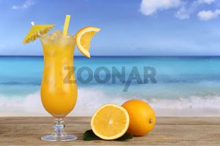 Orangen Früchte Cocktail Saft am Strand