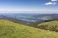 Auf dem Hirschberg, Bayern, mit Blick zum Tegernsee