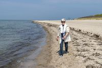 Seniorin am Strand