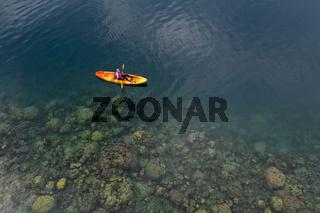 Kajaken in Fjords bei Tufi, Papua Neuguinea