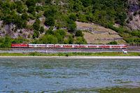 Zug im Mittelrheintal
