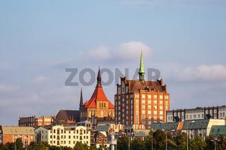Blick auf historische Gebäude in der Hansestadt Rostock