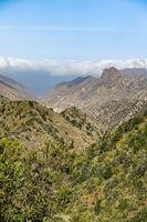 Blick aus dem Nationalpark Garajonay hinunter in das Tal von Valhermoso - La Gomera