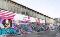 graffito an lagerhalle auf dem RAW-gelände