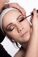 Painting of women eyelashes using mascara
