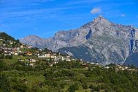 Ferienort Nendaz mit dem Gipfel Haut de Cry hinten, Wallis, Schweiz