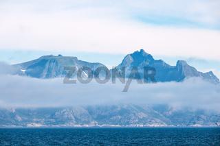 Blick auf die Berge der Lofoten in Norwegen