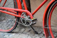 Tretlager eines roten Fahrrads