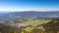 Blick von der Seiser Alm, Alpe di Siusi, ins Tal nach Seis, Siusi, Suedtirol