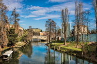 padua, italien - 19.03.2019 - malerische idylle am fluss bacchiglione