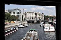 Touristen-Schiffe auf der Spree - Berlin