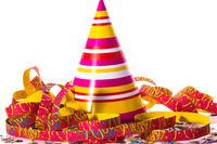 Luftschlangen, Konfetti und Partyhütchen
