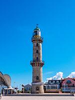 Blick auf den Leuchtturm in Warnemünde