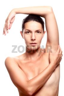 Nackte Frau mit den Armen über dem Kopf