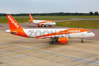EasyJet Airbus A320 Flugzeuge Flughafen London Luton