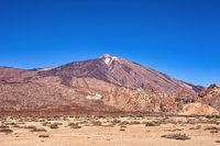 Auf der Kanareninsel Teneriffa ragt deren Wahrzeichen, der Pico del Teide in die Höhe