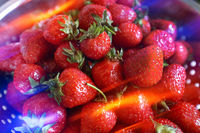 Erdbeeren mit Lichtreflexionen