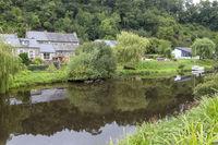 Bretagne-Landschaft am Fluss Trieux