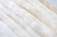 Zwei Stränge selbst gesponnene Wolle