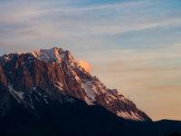 Zugspitze im Abendlicht, Wettersteingebirge, bayerische Alpen, Deutschland
