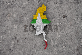 Karte und Fahne von Myanmar auf verwittertem Beton - Map and flag of Myanmar on weathered concrete