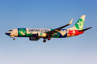 Transavia Boeing 737-800 Flugzeug Flughafen Athen in Griechenland Sonderbemalung Peter Pan
