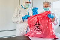 Entsorgung von infizierten Einweghandschuhen in Klinik
