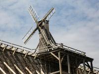 Windmühle zur Soleförderung auf dem Gradierwerk Schönebeck im Kurpark von Schönebeck / Bad Salzelmen