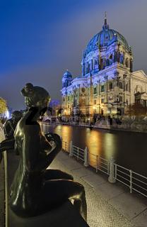 Bronzefiguren vor Berliner Dom, Berlin