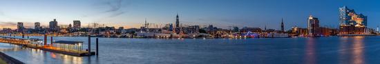 Skyline Hamburg short Geladen Shutterstock 03.06.2020.jpg