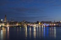 Hamburger Hafen mit Michel und Cap San Diego, Nachtaufnahme, Deutschland