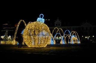 Weihnachtliche Dekoration in Magdeburg bei Nacht