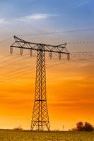 Hochspannungsleitung Hochspannungsmast im Sonnenuntergang