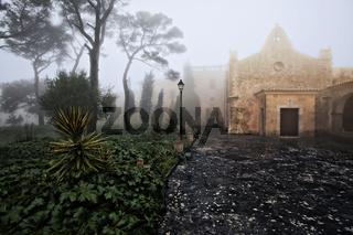 Franziskanerkloster Santuari de Nostra Senyora de Cura auf der Spitze des Puig de Randa, Mallorca, Spanien