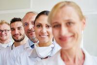 Arzt und Krankenschwester als Team