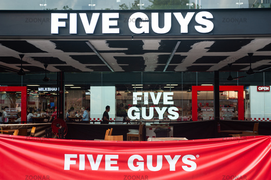 Singapur, Republik Singapur, Restaurant der Five Guys Burgers and Fries Burgerkette