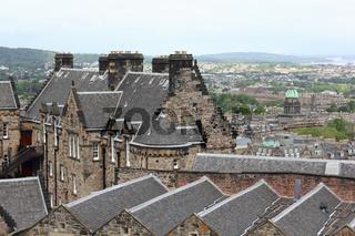 Blick auf das ehemalige Hospital im Edinburgh Castle und Stadtpanorama