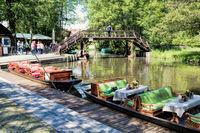 lübbenau, deutschland - 23.05.2019 - spreewald mit holzbrücke