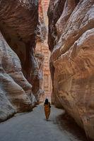 Frau in Petra in Jordanien