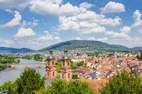 Panorama-Blick von der Mildenburg auf die Stadt Miltenberg am Main in Unterfranken, Bayern