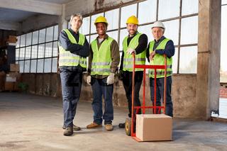 Industrie Arbeiter Team in Lagerhalle einer Fabrik