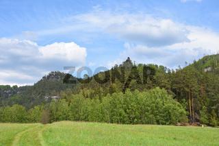 Jetrichovice mit Wilheminenwand, Marienfelsen und Rabenstein