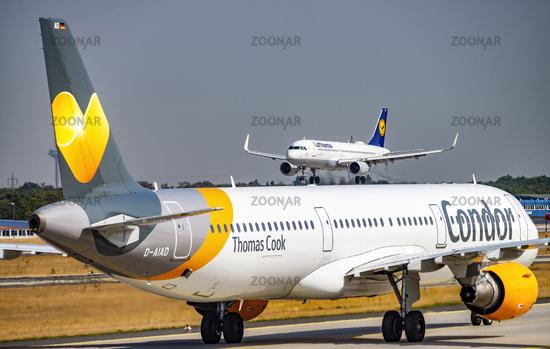Flugzeuge von Condor und Lufthansa